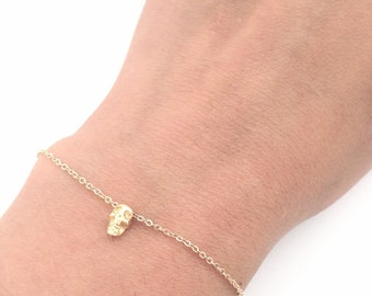 Tiny Skull Bracelet, Dainty everyday jewelry, Minimalist bracelet, edgy jewelry
