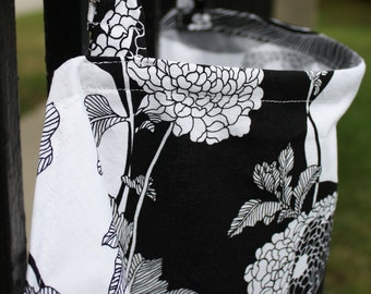 "Nursing Cover (Breastfeeding Cover) ""Yoko"" Black & White Flowers"