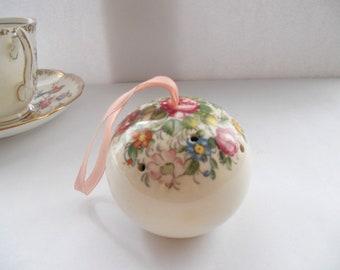 Vintage 1970s Cream Floral Ceramic Pomander Dressing table decor Shabby chic decor