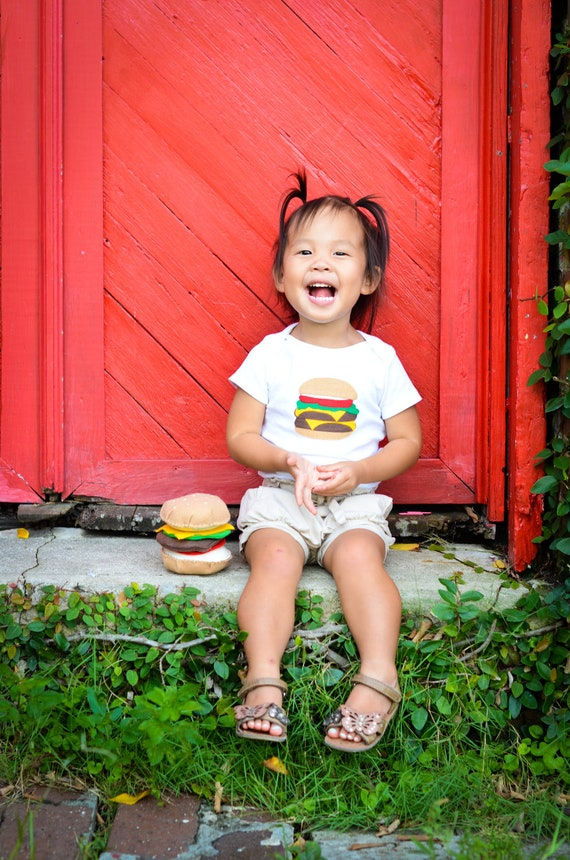 Hamburger Bodysuit, Funny Baby Gift, Foodie Gifts, Burger Shirt, Cheeseburger Onsie, Felt Food, Baby Bodysuit, Baby Boy Clothes