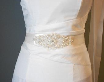 Bridal Sash, Beaded Sash Wedding Dress Sash, Rhinestone Sash, Rhinestone and Pearls Sash Belt Crystals and Satin Tie. A Beautiful Sash