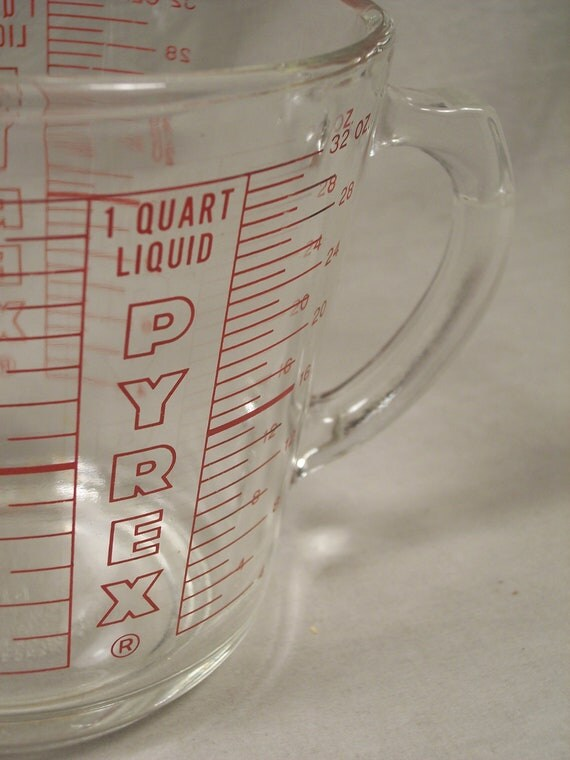 Pyrex No. 532 Liquid Measuring Cup with Outline Red Letters and D Shaped Handle, 32 oz