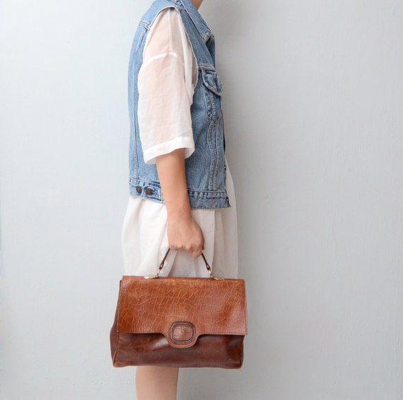 Vintage tan brown leather handbag