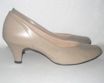 Kitten Heel Shoes- Vintage Beige Heels- Nude High Heels- Nude Pumps- Tender Tootsies Shoes- Size 6 Ladies Shoes-Light Tan Shoes-Womens Shoes