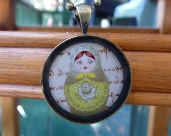 Russian doll necklace - green