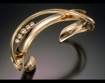 Diamond Bracelet in 14K or 18K Gold, with 5 diamonds.