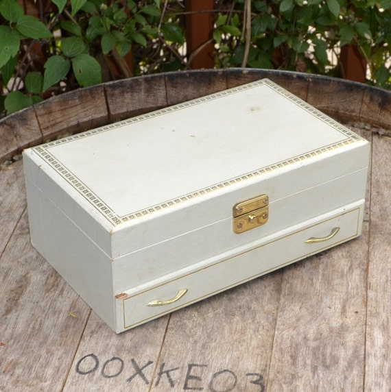 Vintage Jewelry Box Cream with Red lining and Ballerina  -Musical-