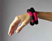Knitted Bracelet Grey Gray Black Pink Fuchsia - Fiber Art Textile Bangles - Handmade - ETHNIC (15)