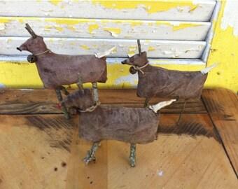 Primitive Meadow Reindeer Ornies