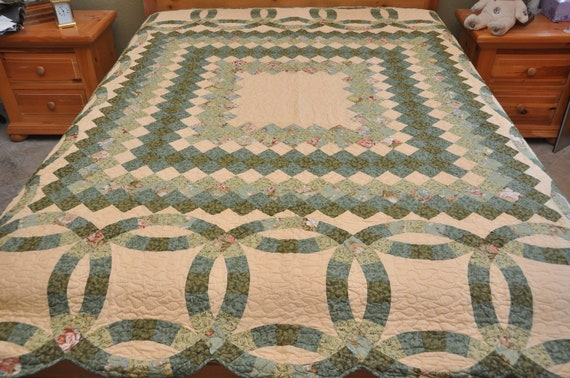 Shade of Green Queen  size  Machine Quilted Double Wedding Ring Patchwork  complete quilt