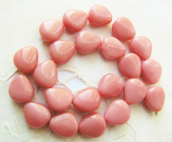 Pink Satin Beads Glass Chunky Triangles (25) b1505