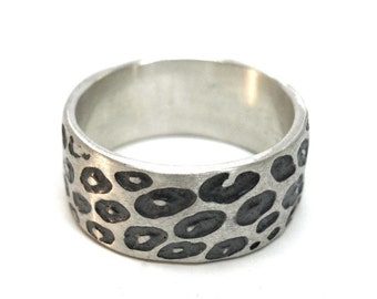 Wide Leopard Print Ring with black/grey detail.