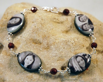 NEW - Black Lip Mother of Pearl Bead Bracelet with 4 Oval Custom Photo Charms wire-wrapped with semi-precious beads