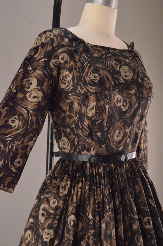 1950s brown floral dress / Vintage mad men / 50s full skirted dress