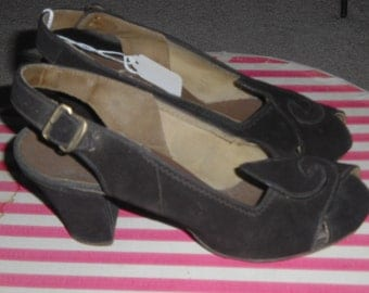 Vintage 1940s Shoes Brown Suede Sling Back Peep Toe Heels Shoes 9 inch inside length