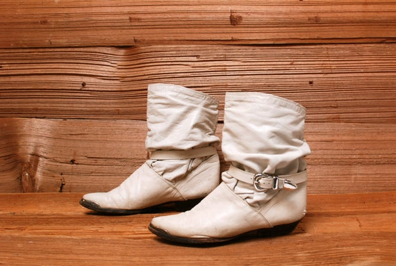size 10 BUCKLE white leather 80s SLOUCHY ankle strap boots