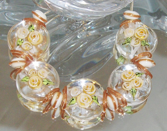QUEEN ANNS LACE Roses. 20mm button spree beads and spacers