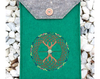 e-Reader Kindle Sleeve in Industrial Felt with Celtic Embroidery