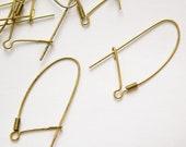 Vintage Raw Brass Kidney Wires (12) fnd012C