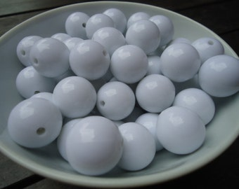 Big Round White Resin Beads, 20mm - 8x