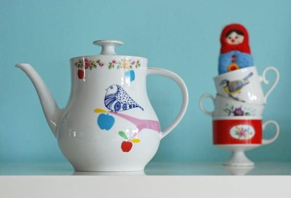 Medium/large-sized bird, apples and polkadot dress teapot