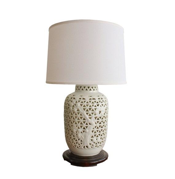 Vintage blanc de chine white porcelain table lamp for Table de chine