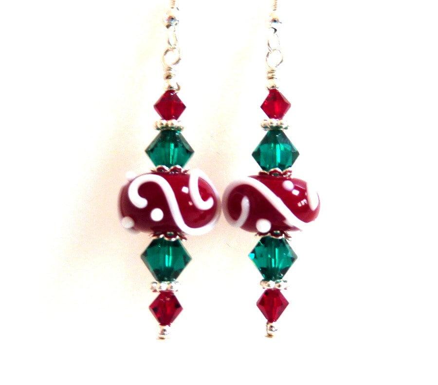 Christmas earrings red green white swirl glass beaded