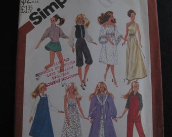 Vintage Simplicity 5637 - Pattern for 11.5 inch dolls