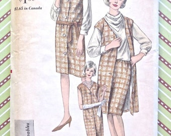 1960s Womens Jumper, Blouse, Skirt Pattern  - Cowl Neck Blouse and Slim Skirt - Vogue 6238