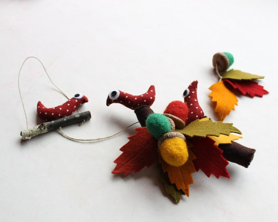 Autumn hanging ornament - Leaves, birds and acorns - Autumn colors.