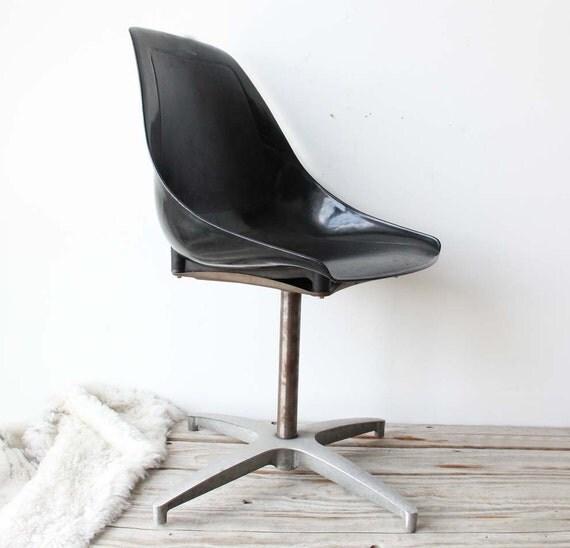 r e s e r v e d Modern Black Shell Chair