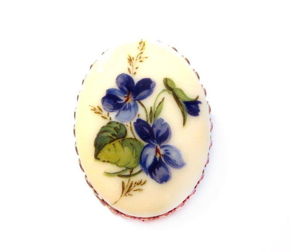 Vintage Flower Cameo Brooch, Plastic Pansy Pin