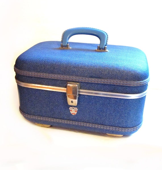 vintage vanity train case blue hard luggage bag. Black Bedroom Furniture Sets. Home Design Ideas