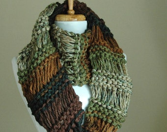 Brown and Green Chunky Knit Infinity Scarf, Circle Scarf, Hand Knitted Infinity Scarf, Women's Scarf, Knitted Winter Scarf, Vegan Scarf