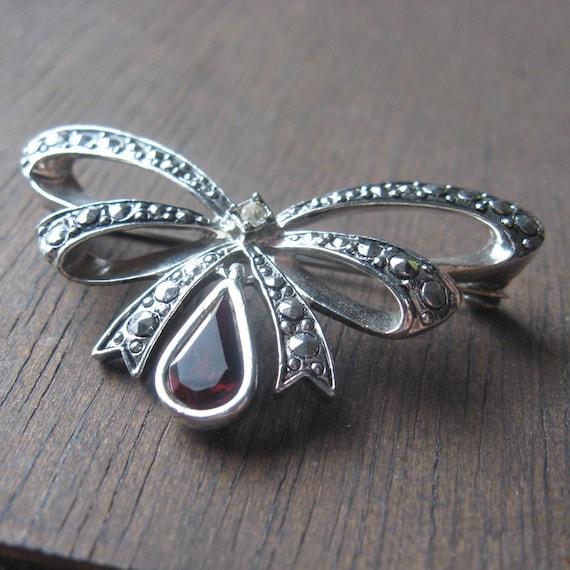 vintage avon rhinestone bow brooch