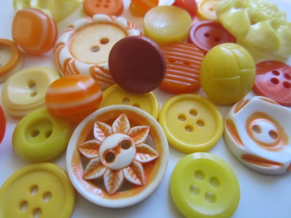 Vintage Buttons - Cottage chic sunny mix of oranges and yellows, old and sweet, lot of 26 (3064)