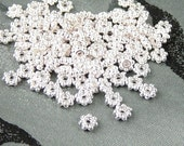 Bead Spacer 100 Shiny Silver Daisy Flower Snowflake Bright 4mm NF (1068spa04s1)xz