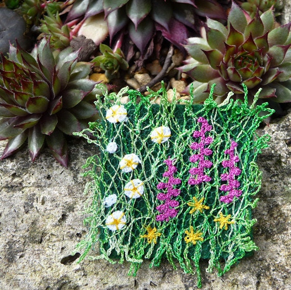 Flowery machine embroidered brooch