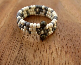 Beaded Adjustable Size 7 Memory Wire Ring in Gray and Ivory, Feather