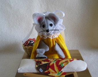 Felt Mouse with an Ironing Board!