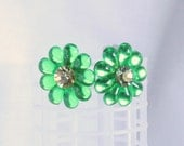 Vintage Green Lucite Flower Earrings Daisy Faceted Rhinestone Bright Colorful