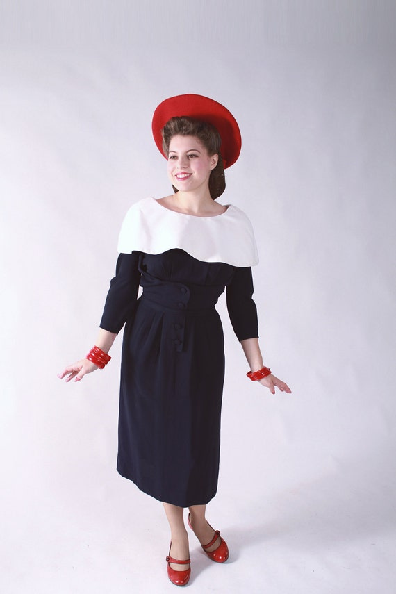 Vintage 1950s Dress - Fantastic Navy Rayon Wiggle Dress with Optional Massive White Button on Collar