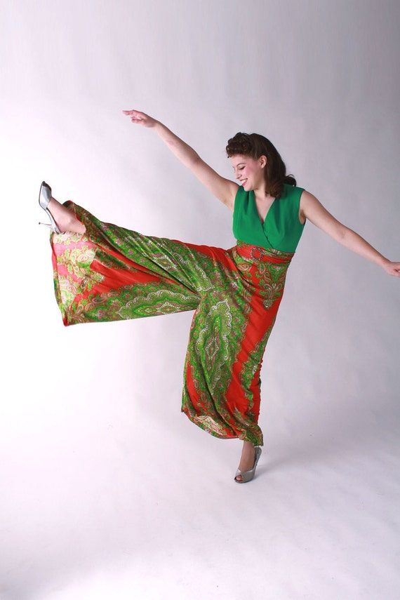 Vintage 1960s Pantsuit // Late 60s Green and Tomato Red Paisley Palazzo Pantsuit