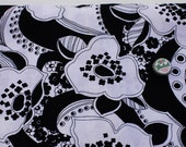 Black and white mod flower print