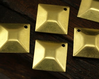 10 Raw Brass Square Pyramid Charms, Findings  (13 Mm) Brs 571 ( A0028 )