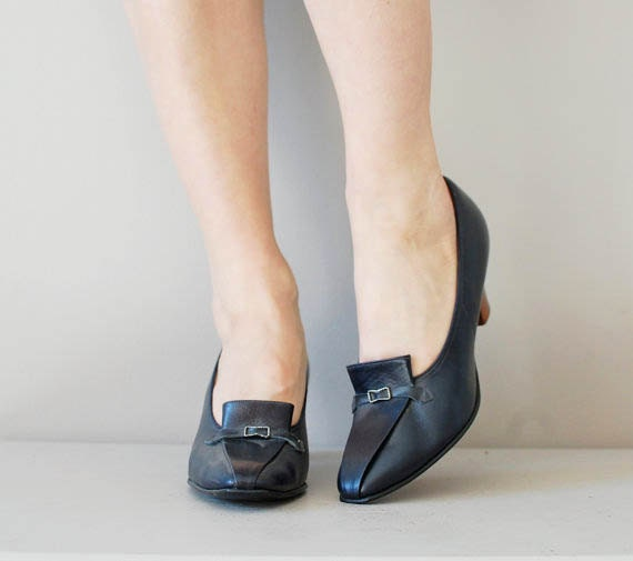 1960s shoes / 60s loafer heels / wood heel / Tippy Loafers