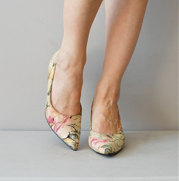 floral linen shoes / floral kitten heels / pastel floral heels
