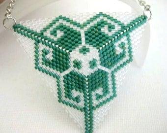 Peyote Pendant / Peyote Triangle Pendant / Beaded Pendant in Emerald and Transparent Crystal  /  Seed Bead Pendant / Geometric Pendant