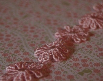 Pink Vintage Daisy Trim - Two Yards