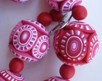 Red-and-White Big Bead Necklace